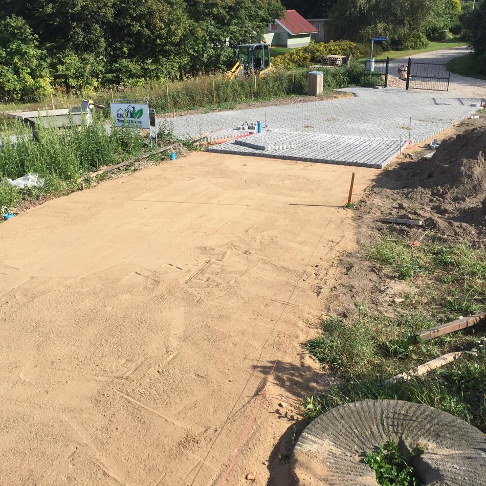 Ny indkørsel med græsarmeringssten